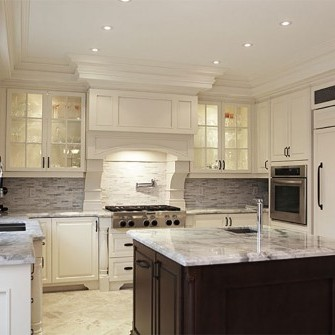 Luxury Home with Full Kitchen